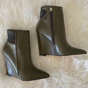 Gx by Gwen Stefani wedge booties!